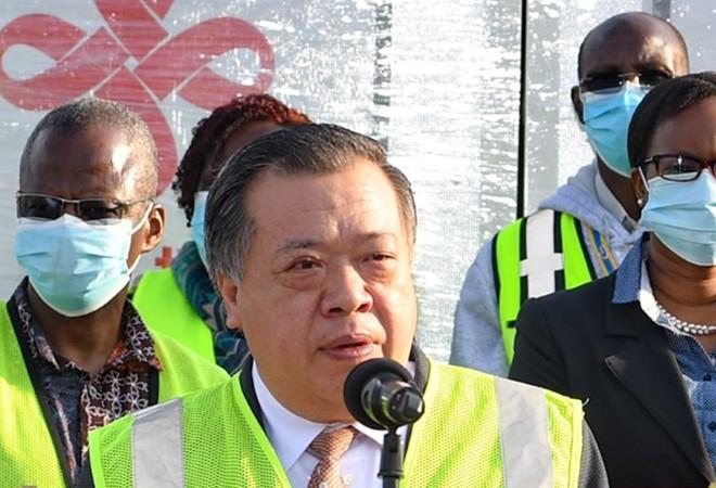 张益俊公参出席中国援肯疫苗交接仪式